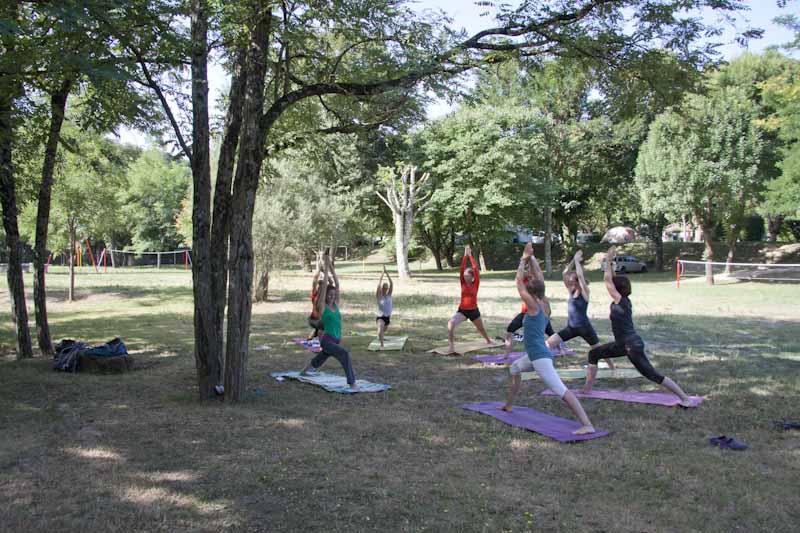 Groep yoga-activiteit