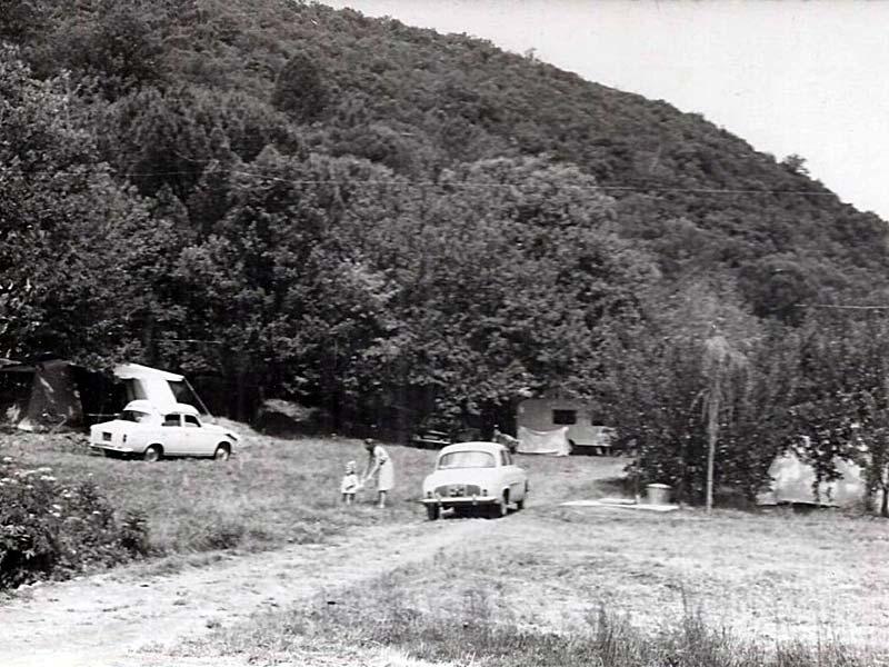 Bungalows et automobiles d'époque