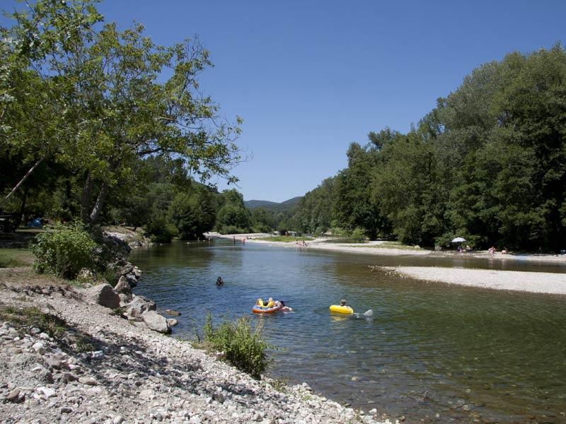 riviere avec plage privée