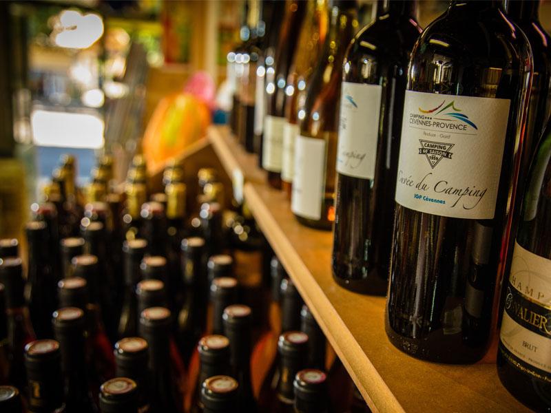 Entdecken Sie lokale und hochwertige Weine, die im Laden verkauft werden