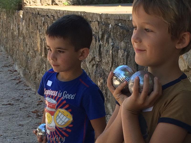 Children with petanque balls
