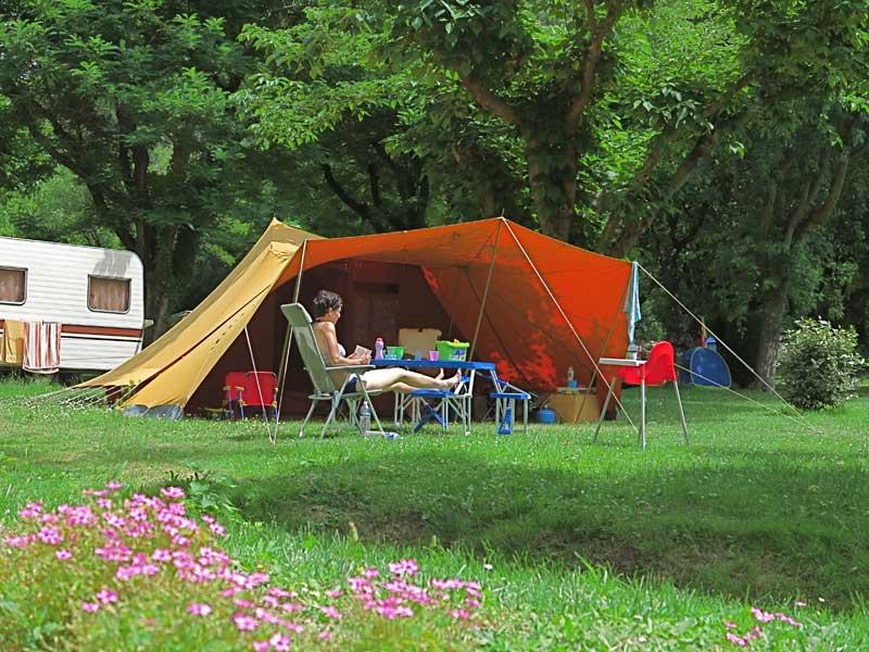 Tente en plaine