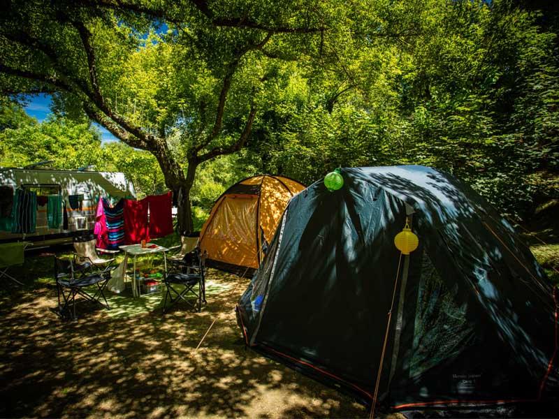 Tentes décorées et ombragées en Plaine